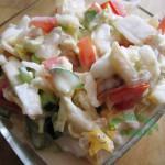 Салат из пекинской капусты с яблоками, помидорами и свежим огурцом