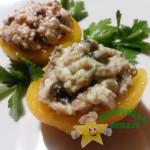 Порционный закусочный салат в персике
